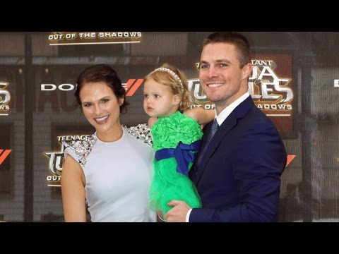 Arrow: Stephen Amell Wants Oliver and Felicity to get